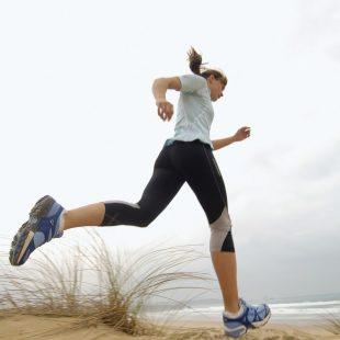 Araceli Segarra entrenando en la Playa de Liencres, en Cantabria