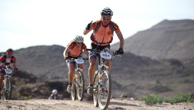 Chemari Bustillo y Nuria Jiménez en la Titan Desert 2012