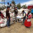 Entrega de costales de maíz a poblaciones de indios rarámuri