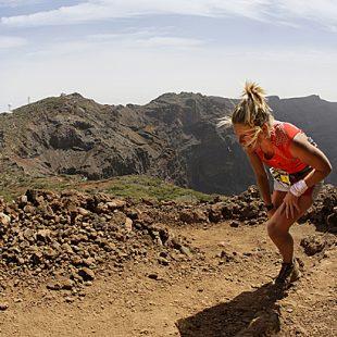 Anna Heather Frost en la Ultramaratón de montaña Transvulcania 2012 en la cual quedó en primera posición en la categoría femenina