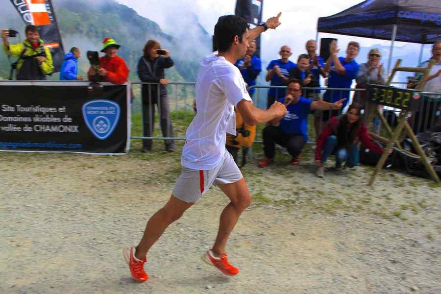 Kilian Jornet celebra su victoria en el Marathon du Mont Blanc 2012
