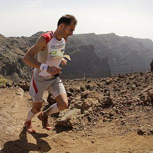 Iker Carrera corriendo la Ultramaratón de montaña Transvulcania 2012