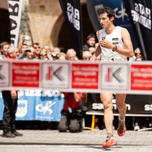 Kilian Jornet llegando a meta en la Zegama Aizkorri 2013