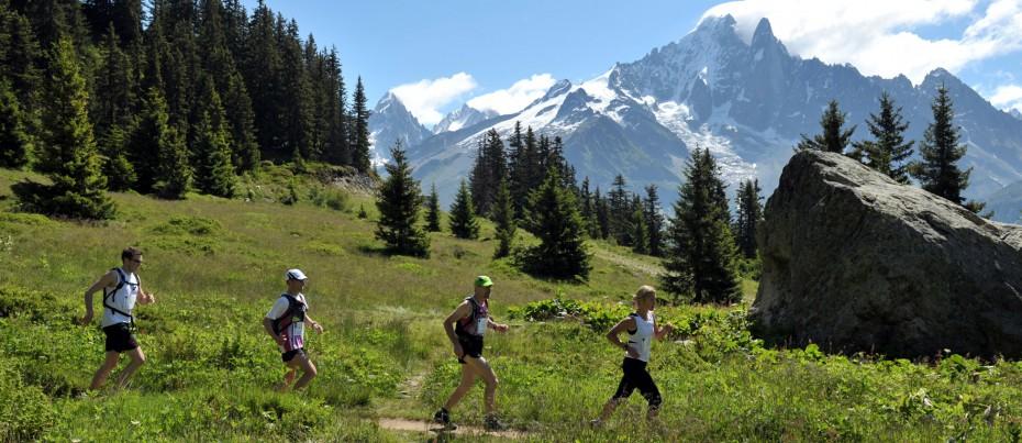 Unos corredores durante el Marathon del Mont Blanc