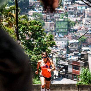 Fernanda Maciel en su White Flow en la favela
