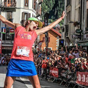 Rory Bosio celebra su victoria en el TNF Ultra Trail Mont Blanc 2014