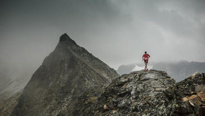 Kilian Jornet preparando el itinerario de la Tromsö Skyrace 2014