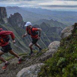 Ryan Sandes y Ryno Grieles en la Gran Travesía Drakensberg
