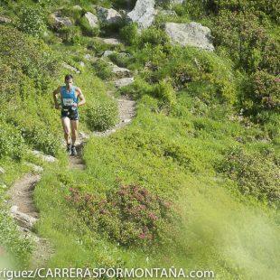 Luis Alberto Hernando corriendo en el Ultra Marathon Mont Blanc (80k) que ganó proclamándose Campeón del Mundo 2014 de esta modalidad