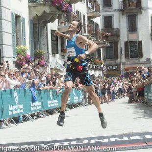 Luis Alberto Hernando muestra su alegría tras ganar el Ultra Marathon Mont Blanc y proclamarse Campeón del Mundo 2014 de esta modalidad
