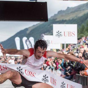 Kilian Jornet celebra su victoria en la Sierre Zinal 2015