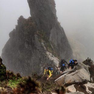 François DHaene liderando la escalada al Cerro Fuya Fuya