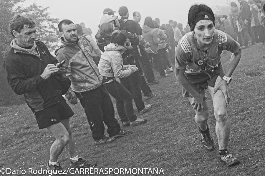 Oihana Kortazar a su paso por Santo Espíritu (kilómetro 20 aprox.) Zegama Aizkorri 2015.  Quedó tercera.