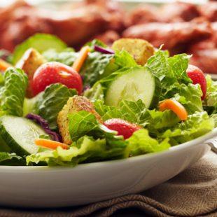 La ensalada es una opción perfecta para la nutrición del corredor de montaña