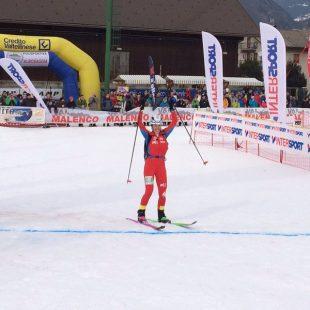 Claudia Galicia celebra su victoria en la Copa del Mundo de Esquí de Montaña de Sprint