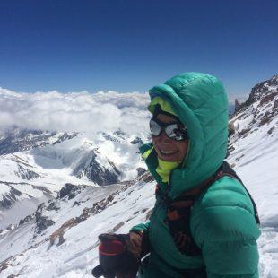 Fernanda Maciel en la cima del Aconcagua