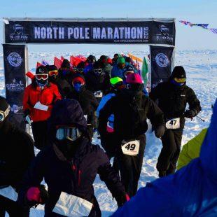 Corredores comenzando el North Pole Marathon 2016