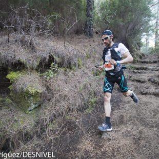Luis Alberto Hernando  ganador de la Transvulcania 2016 a su paso por El Pilar (km 24