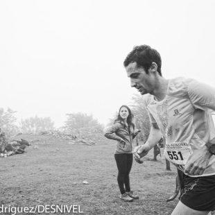 Kilian Jornet a su paso por Santo Espíritu (kilómetro 20 aprox.) Zegama Aizkorri 2015. No estaba entrenado pues acababa de llegar de Nepal quedó en el puesto