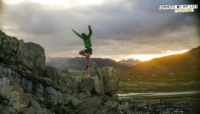 Kilian Jornet entrena en los alrededores de Tingri para su intento al Everest