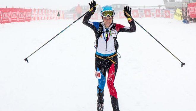 Esquiadora entrando en meta