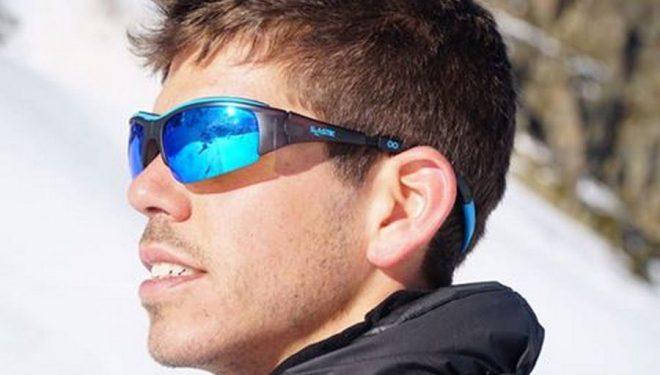 Pau Castell con el nuevo modelo de gafas Slastik Sun que llevará esta temporada