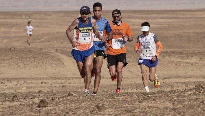 Giorgio Calcaterra liderando el Sahara Maraton 2017