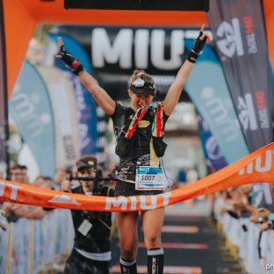Audrey Bassac cruzando la meta en la Madeira Ultra Trail 2017