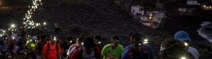 La espectacular salida nocturna de la Transvulcania 2015 del faro de Fuencaliente (Isla de la Palma)