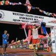 Ryan Sandes cruza la meta de la Western States 2017