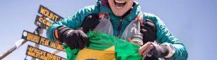Fernanda Maciel en la cima del Kilimanjaro