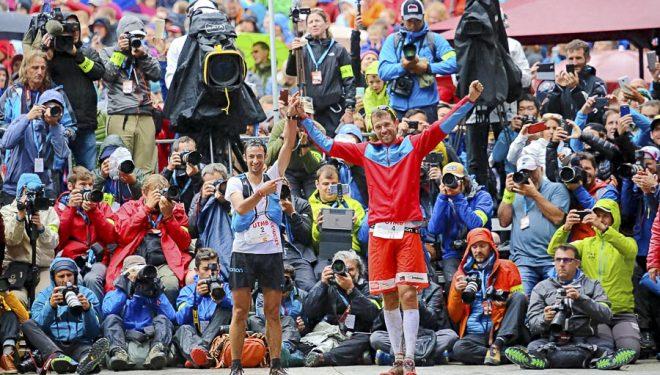 François DHaen ganadopr de la UTMB 2017 y Kilian Jornet que quedó segundo comparten la alegría de la meta.