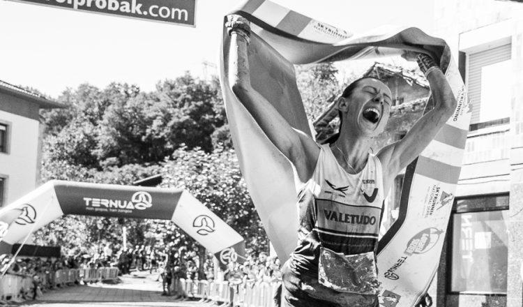 Ingrid Mutter entrando en primera posición en la meta de la Gorbeia Suzien 2017