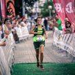 Gemma Arenas a su entrada en la meta del Ultra Trail DesafiOSOmiedo 2017