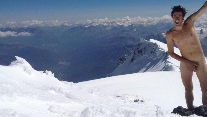 Kilian Jornet desnudo en la cima del Mont-Blanc en 2012