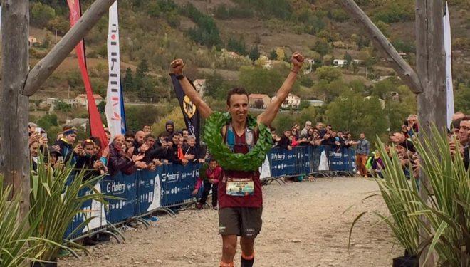 Sébastien Spehler entrando en la meta del Grand Trail des Templiers 2017