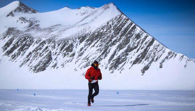 Uno de los participantes en plena Antarctic Ice Marathon 2017