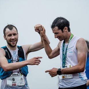 Stian Angermund-Vik y Kilian Jornet en el Maratón dle Mont Blanc 2017