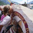 Caroline Chaverot besa el carnero tras ganar la Hardrock 100 2017