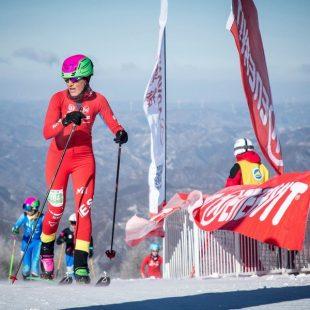 Clàudia Galicia entrando en la meta de la Vertical Race de la Copa del Mundo 2017-17 en China