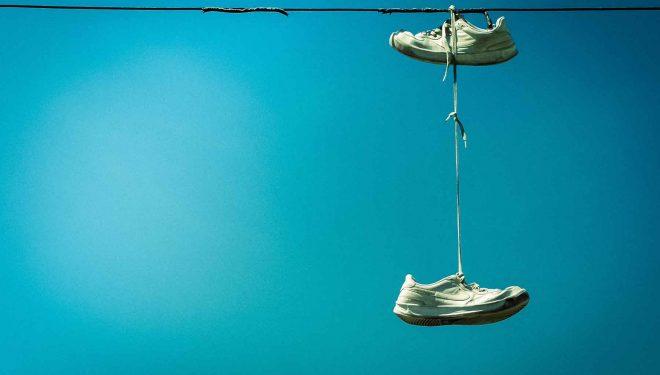Zapatillas colgadas