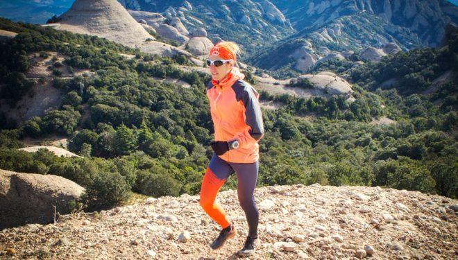 Ragna Debats en plena carrera por montaña