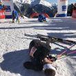 Anton Palzer y Davide Magnini en el suelo tras cruzar la meta de la carrera vertical de la Font Blanca 2018
