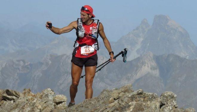 Un corredor del Trail Valle de Tena 2017 con el Midi d'Ossau detrás (TVT)