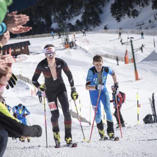 Anton Palzer y Davide Magnini en el esprint final de la carrera vertical de la Font Blanca 2018