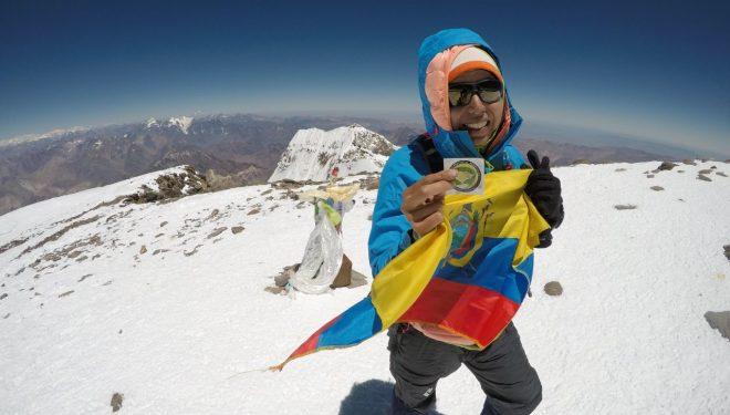 Daniela Sandoval en la cima del Aconcagua en su récord de enero de 2018