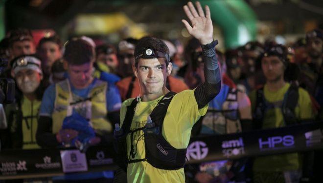Pau Capell saluda a la salida de la Transgrancanaria 2018, que ganó