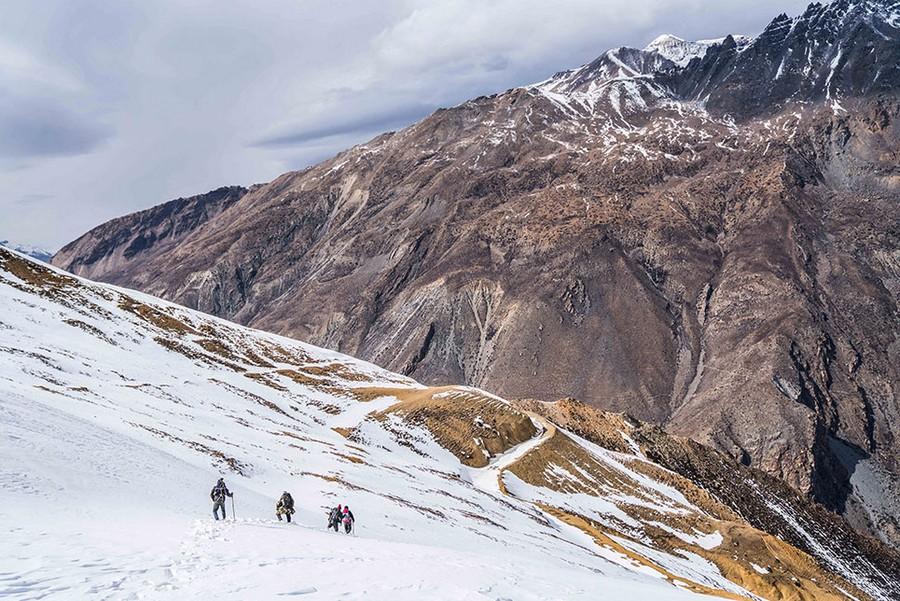 El equipo de filmación del reto en el Great Himalaya Trail