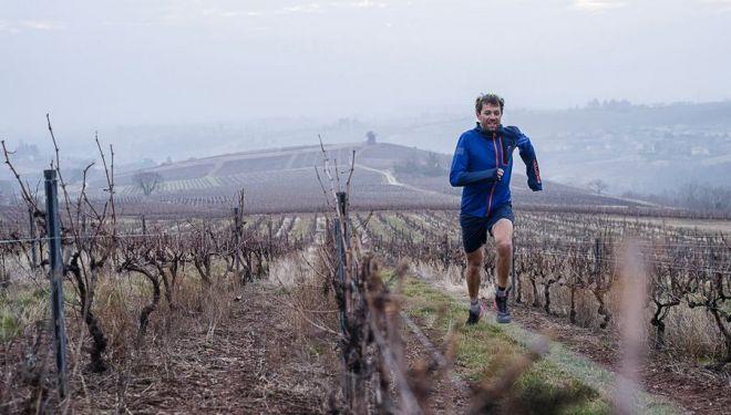 François D'Haene corriendo por sus viñedos
