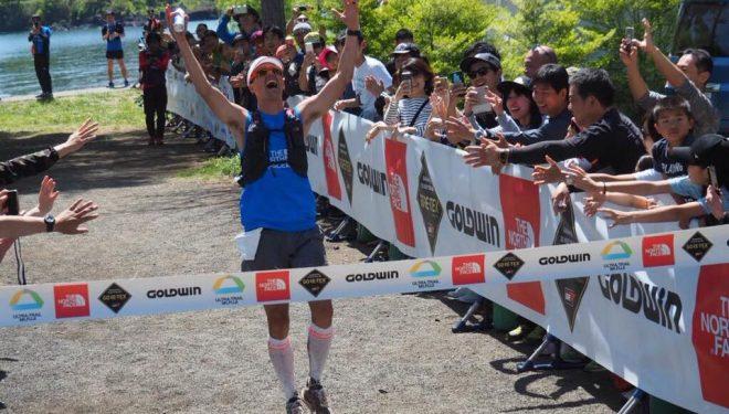 Dylan Bowman a su entrada en la meta del Ultra-Trail Mt Fuji